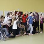 SchülerInnen tanzen die Legende vom Fuchsturm