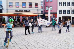 Flashmob Saaleputz_2_verpixelt